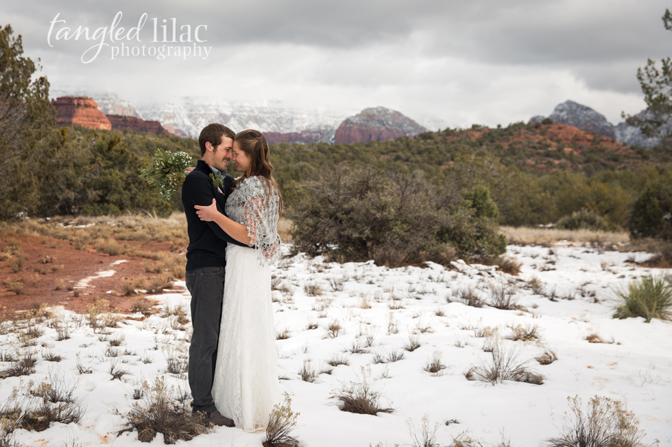 042-sedona-wedding-snow