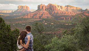 Sedona-Engagement-Photographer-Red-Rocks
